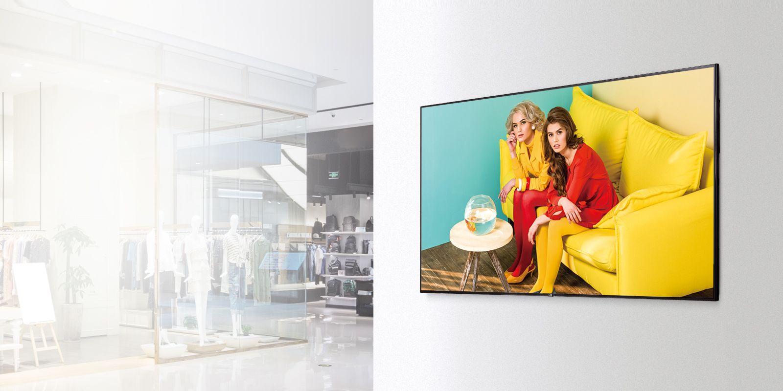 LG Digital Signage in einem Shopping Centre mit 60s-Style-Werbung