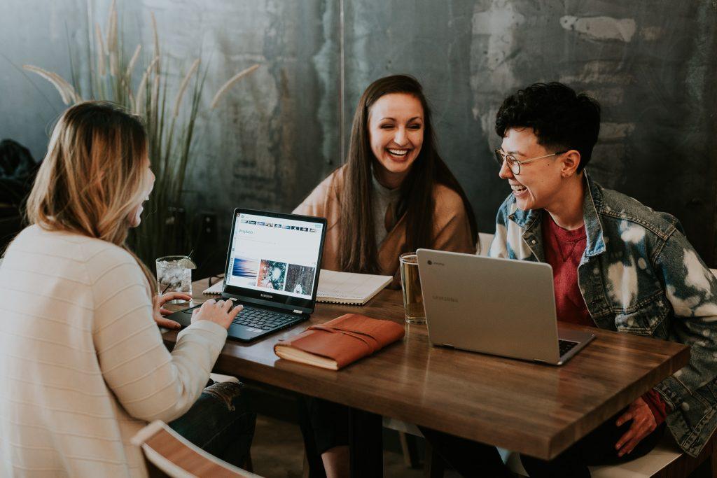 Dezentralisierte Büros ermöglicht durch Smart Office Technologie
